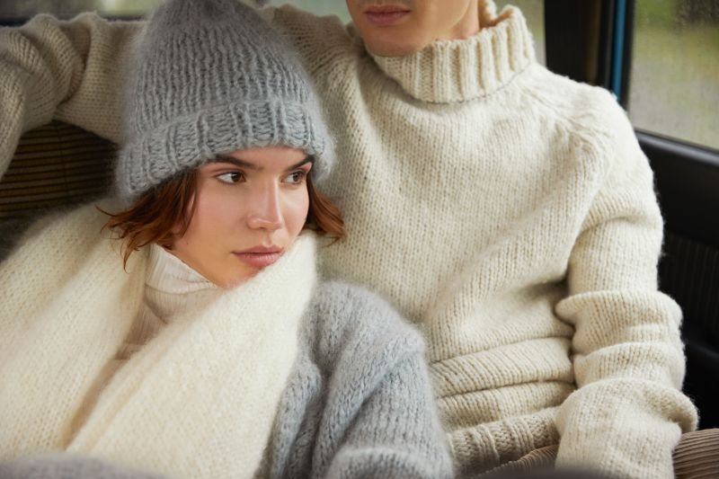 Knit kit beanie Betsie knit your own beanie from mohair yarn ambience picture.