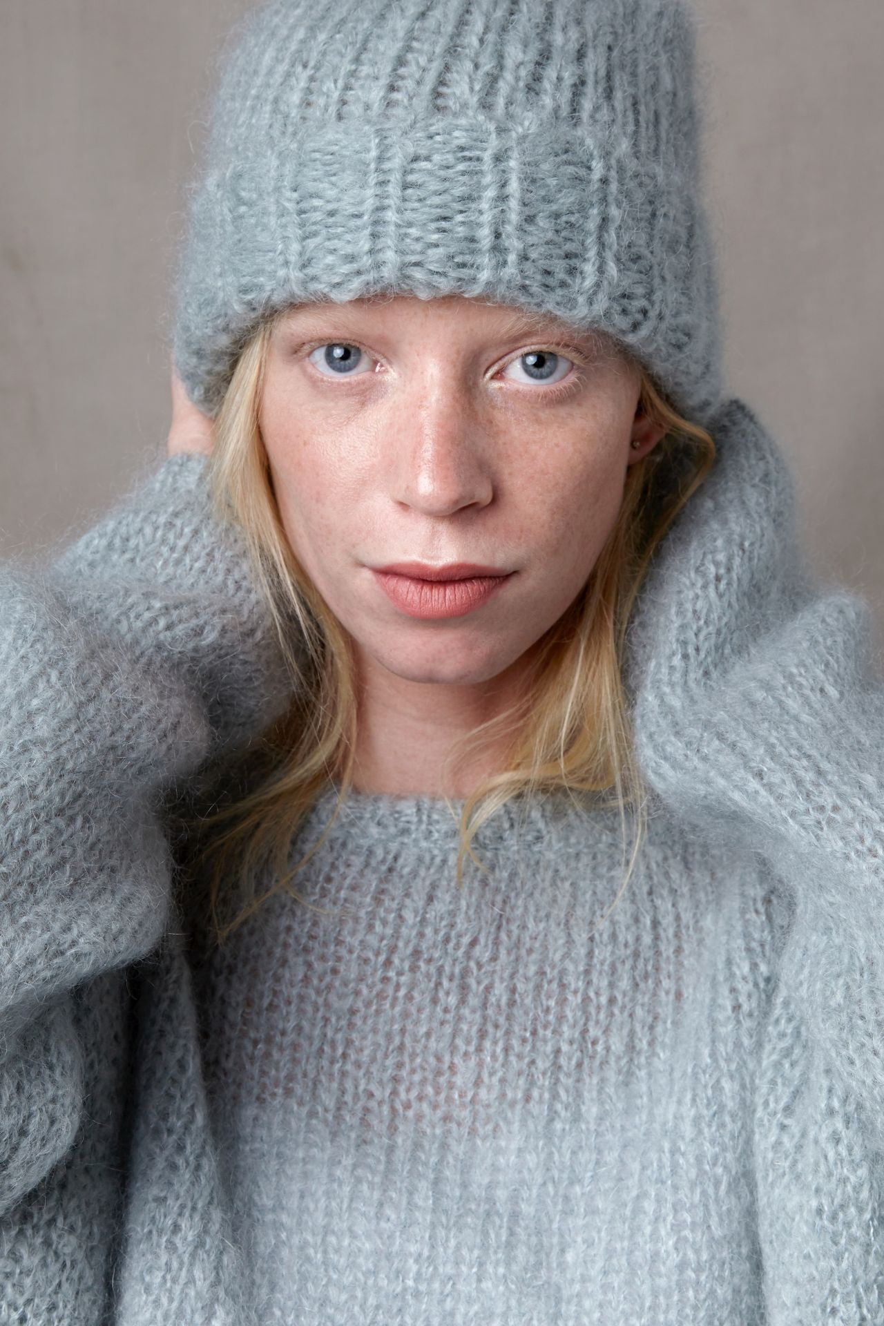 Knit kit beanie Betsie knit your own beanie from mohair yarn with model.