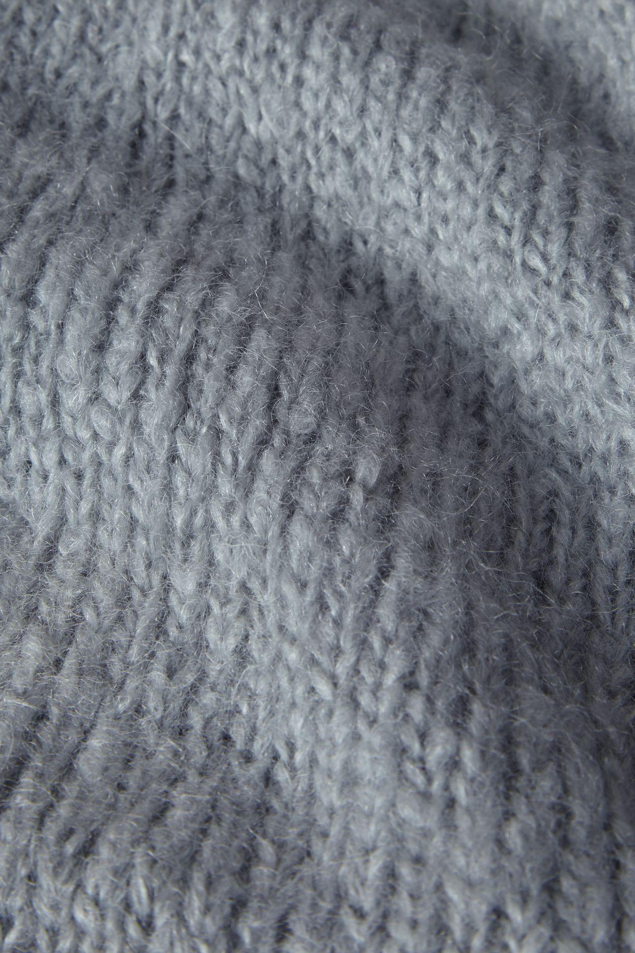 Mohair light blue detail knit.
