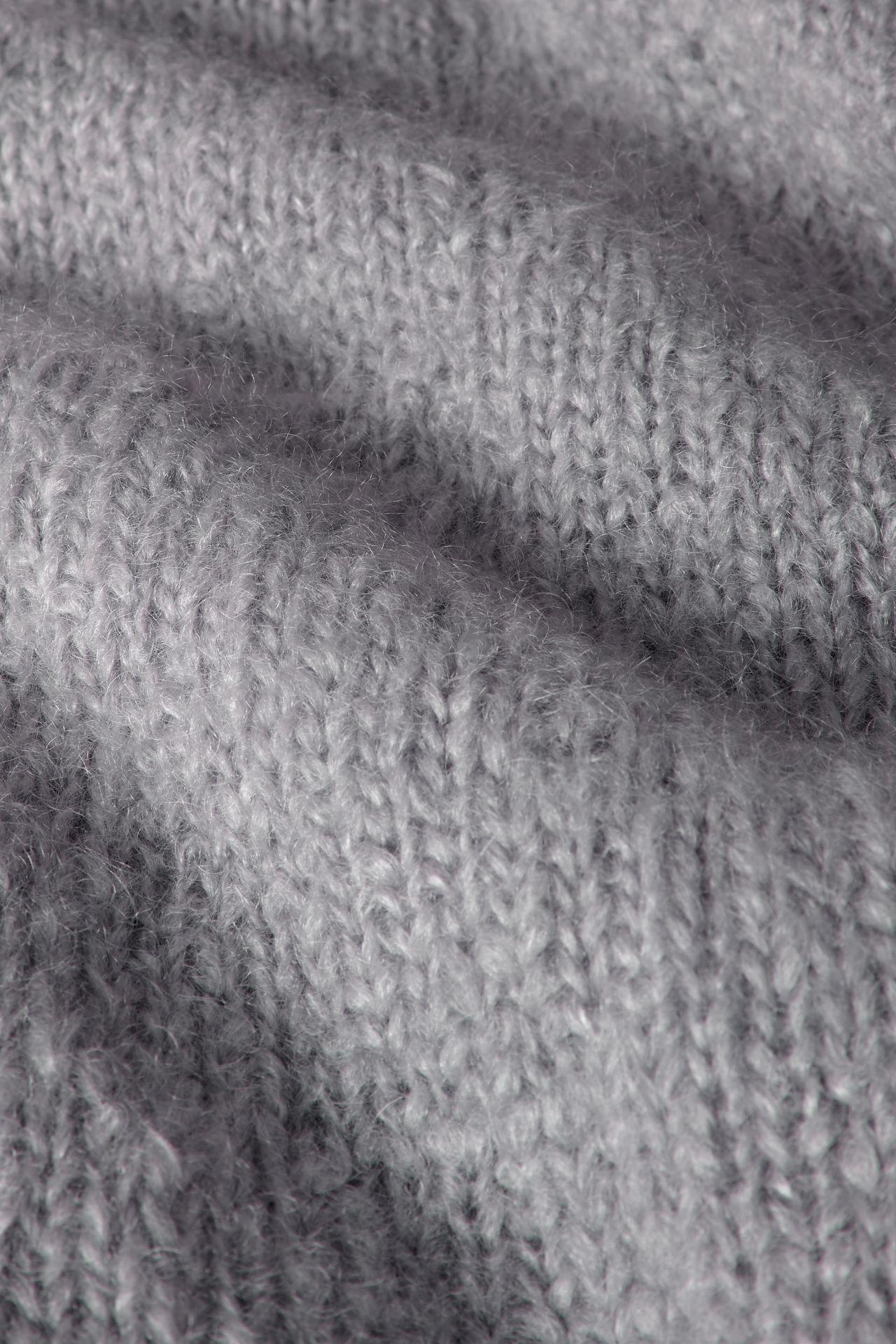 Mohair light gray breisel detail.