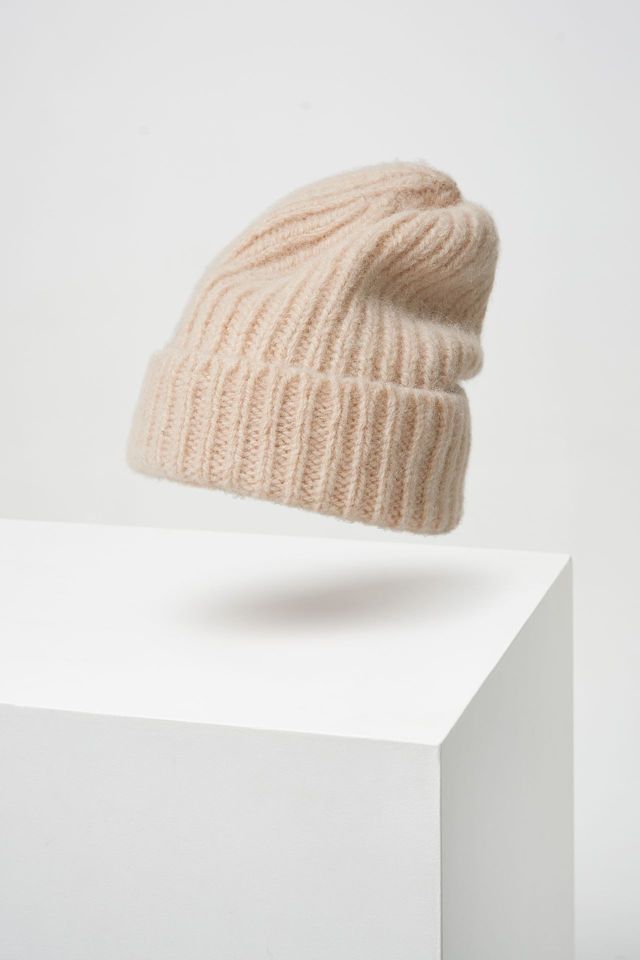 Ribbed beanie of dutch wool.