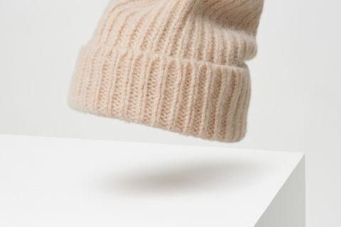 Ribbed beanie of dutch wool.