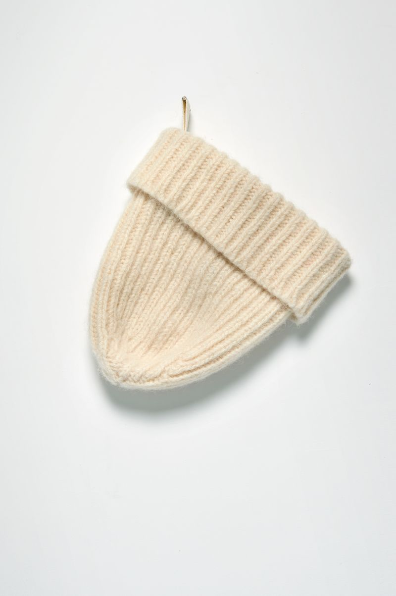Ribbed beanie of dutch wool hanging.