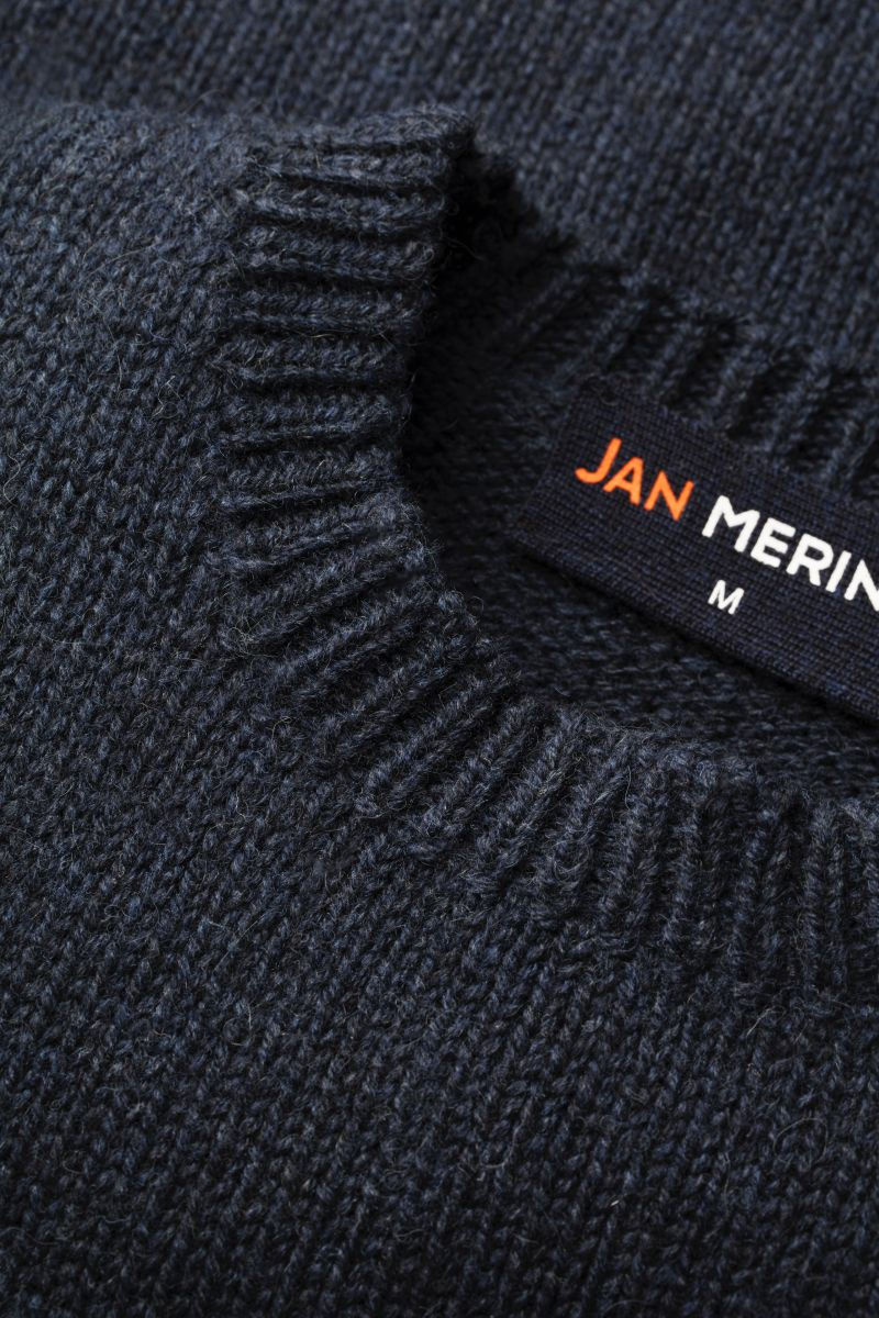 Joe Merino sweater detail hals.