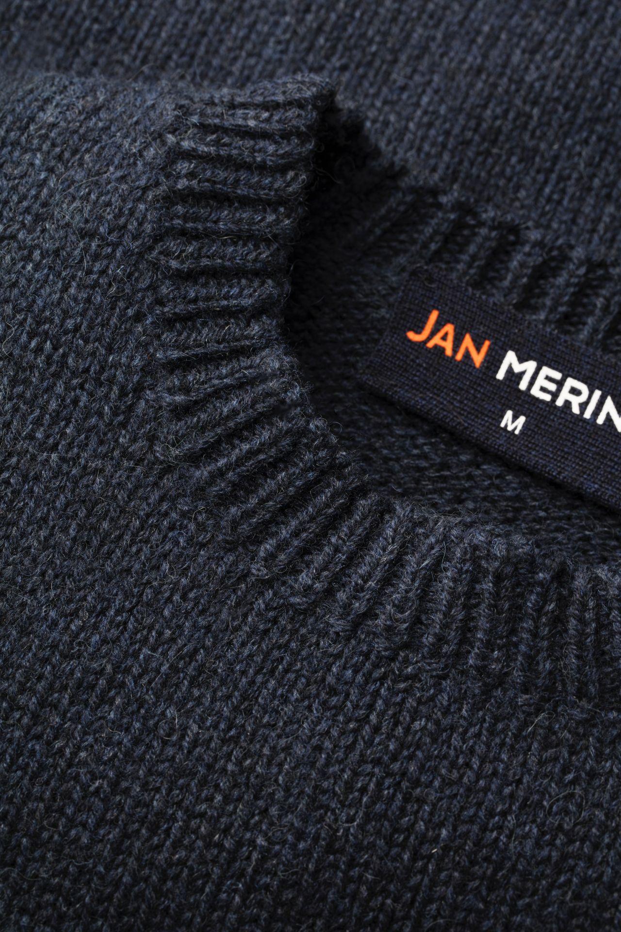 Joe Merino sweater detail hals.