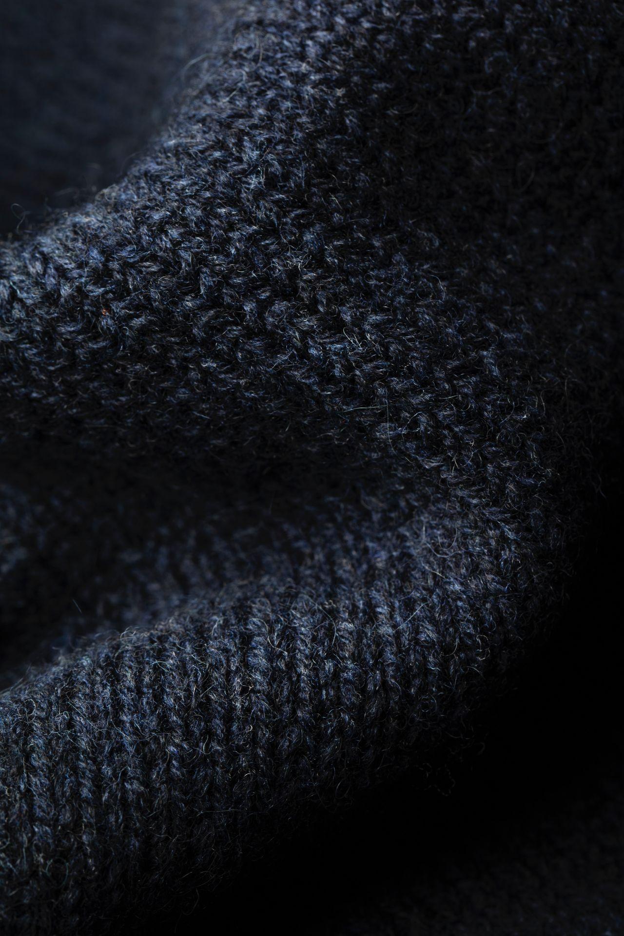 Joe Merino sweater detail knit.