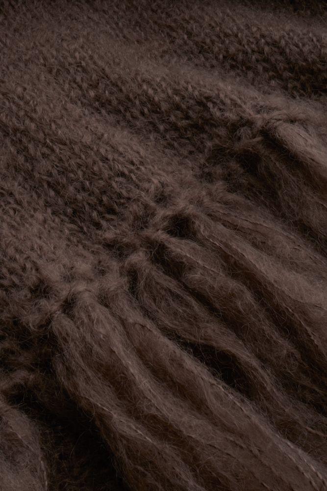 Juul mohairwol taupe omslagdoek van nederlandse geiten detail breisel.