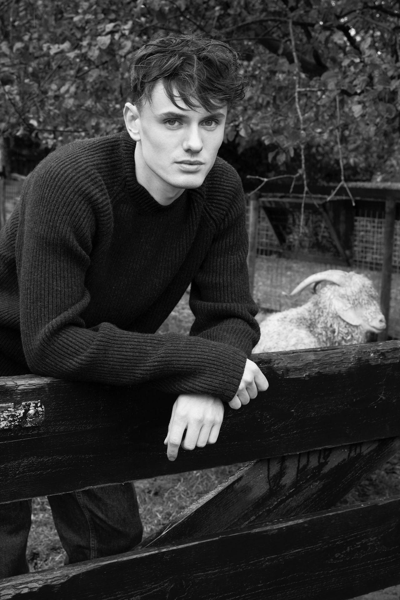 Torben men's sweater dark grey merino wool ambience picture.