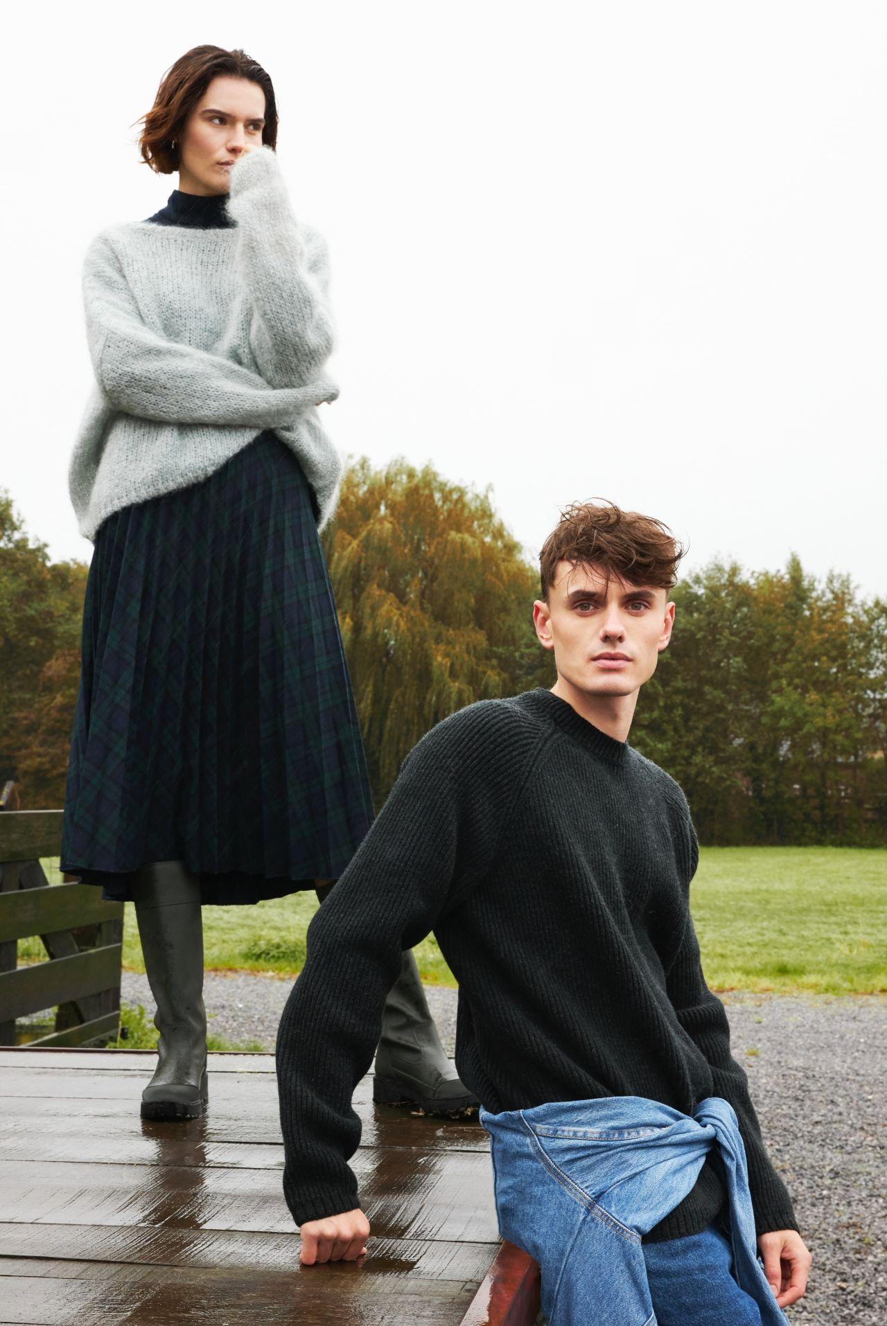 Torben men's sweater dark grey merino wool ambience.